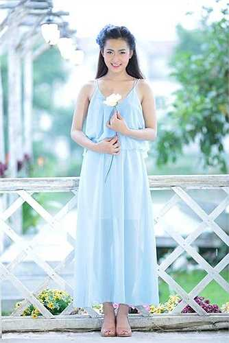 Hot girl Minh Trang chia sẻ về cuộc sống hiện tại: 'Mình thấy rất thoải mái , công việc cũng như học tập đều rất tốt. Đôi lúc có những việc không vui nho nhỏ, nhưng vì luôn có gia đình và những người bạn ở bên nên mọi việc đều nhanh qua thôi'
