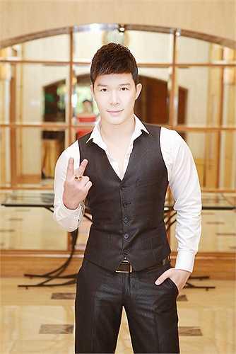 Chung thuỷ với phong cách sang trọng, lịch lãm, Nathan Lee thể hiện gu thời trang tinh tế và đẳng cấp