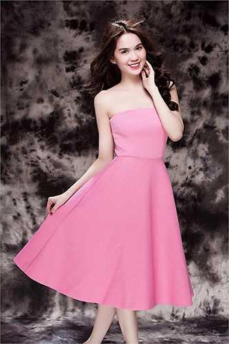 Người đẹp mới thực hiện bộ ảnh diện những trang phục sắc hồng ngọt ngào.