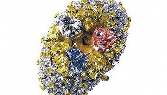 Đồng hồ đeo tay Chopard - 201 carat. 874 viên kim cương lớn nhỏ khác nhau đã được sử dụng để tạo nên chiếc đồng hồ đeo tay siêu sang trọng này.
