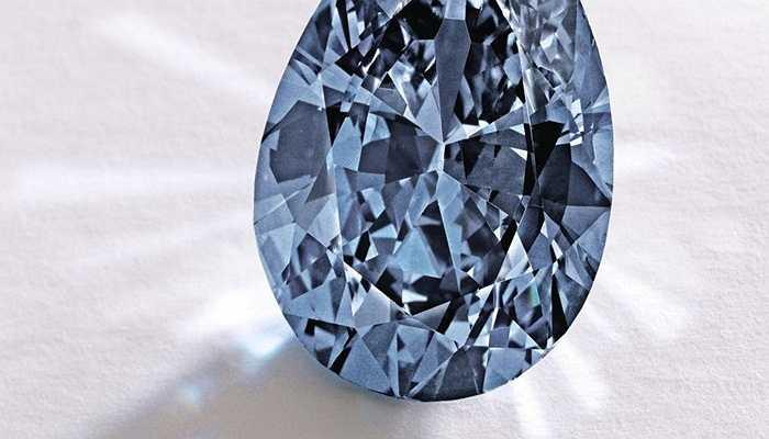 Viên kim cương Zoe - 32,6 triệu USD. Với màu xanh tinh khiết của mình, mặc dù chỉ 9,75 carat nhưng giá trị của nó cũng lên đến hơn 32 triệu USD