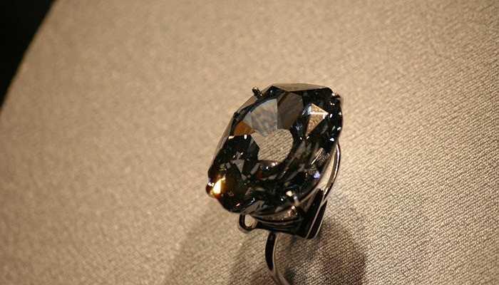 Kim cương Wittelsbach-Graff - 80 triệu USD. Viên kim cương màu xanh đen cực kỳ hiếm trên thế giới đã được một gia đình hoàng gia từ Qatar mua lại với giá trị hơn 80 triệu USD vào năm 2011