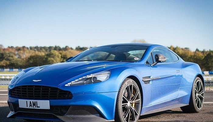 Ive mua một chiếc DB9 khác, tuy nhiên nó gặp phải nhiều lỗi nặng và hãng Aston Martin buộc phải đổi lại cho ông siêu xe Vanquish