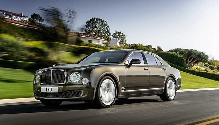 Hiện nay, Jonathan Ive mua một chiếc Bentley Mulsanne và thuê lái xe riêng để điều khiển nó. Giá khởi điểm của model này là hơn 300.000 USD
