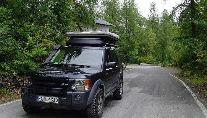 Sau khi một người bạn của ông mua một chiếc Land Rover LR3, Jonathan Ive không thể 'kiềm chế' và cũng sắm cho mình một 'xế hộp' tương tự