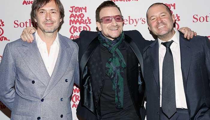 Ông là bạn thân của Bono và nhà thiết kế Marc Newson. Năm ngoái, Marc Newson cũng đã về đầu quân cho Apple