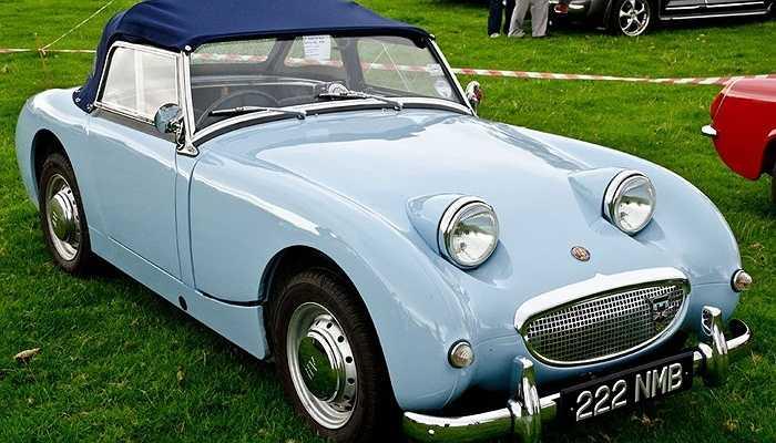 Jonathan Ive là người ham mê các sản phẩm xe hơi, ông từng giúp cha mình phục chế lại chiếc xe cổ Austin-Healey Sprite.