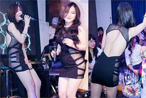 Hình ảnh gây ồn ào của ca sĩ Hương Tràm trong mộ quán bar. Cô đã bị Sở Văn hóa Thể thao Du lịch Hà Nội đã ra phạt 10 triệu đồng và cấm diễn trong 3 tháng