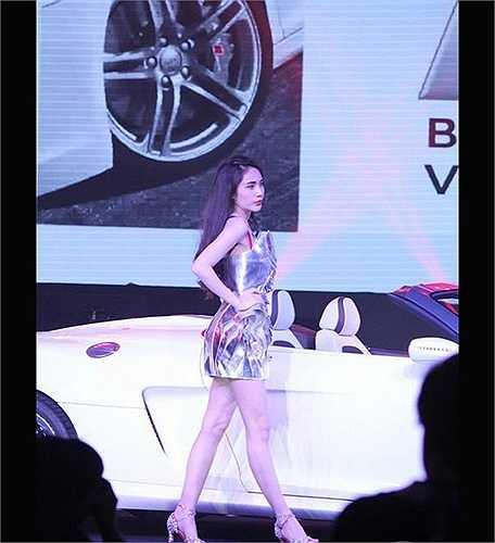 Sau khi được hãng Audi mời làm đại sứ thương hiệu tháng 4/2012, Công Vinh và Thủy Tiên sắm ngay một chiếc trị giá 3,2 tỷ đồng.