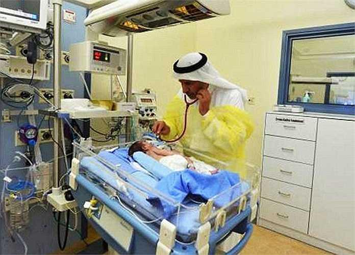 Bước đầu chẩn đoán, cơ hội sống sót của cặp song sinh này chỉ từ 60 đến 70%. Nhưng nhờ sự nỗ lực của đội ngũ y bác sĩ bệnh viện, sau 9 giờ phẫu thuật cặp song sinh đã được tách ra thành công và có sức khỏe cải thiện rõ rệt.