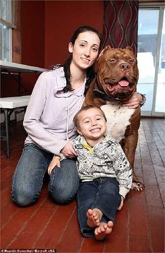 Lisa cho biết con trai cô đã lớn lên cùng với chú 'thú cưng' này.