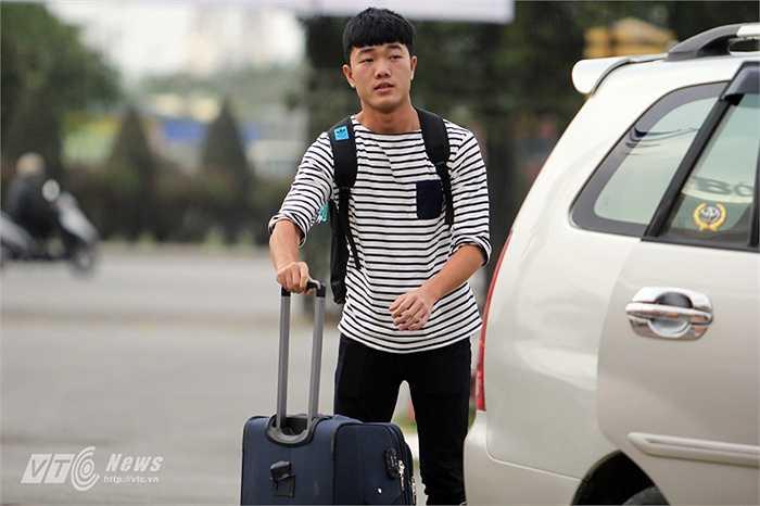 Lương Xuân Trường là cầu thủ lên tập trung sớm nhất đội vào sáng 24/2.