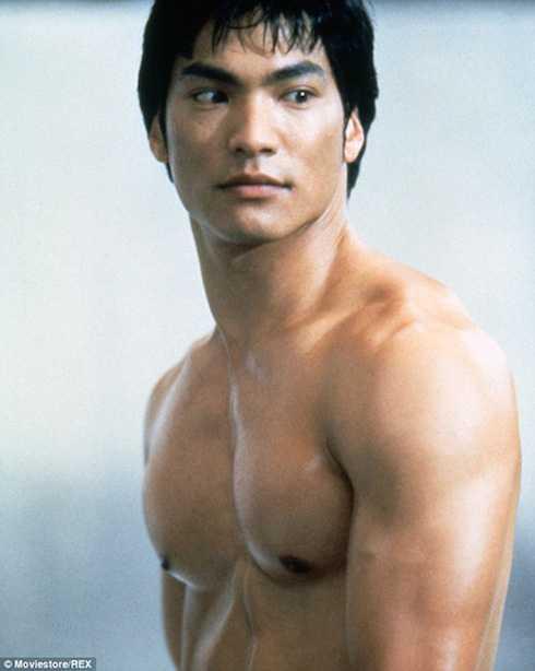 Nam tài tử Jason Scott Lee thành công với tạo hình Lý Tiểu Long trong Dragon: The Bruce Lee Story.