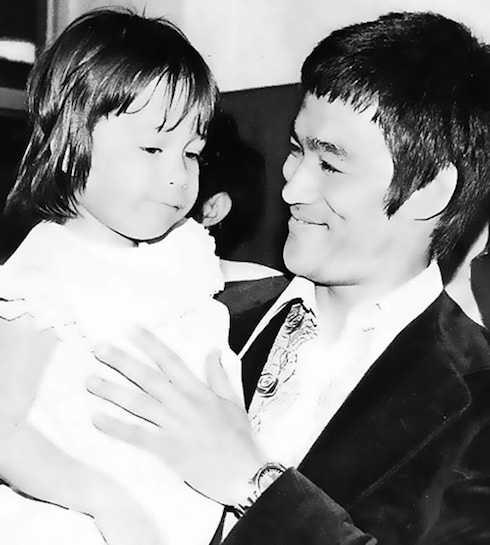Năm cha qua đời, Lý Hương Ngưng mới tròn 4 tuổi.
