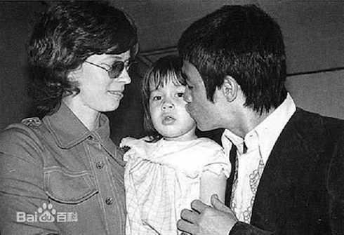 Tình yêu của cha mẹ dành cho cô con gái Lý Hương Ngưng.
