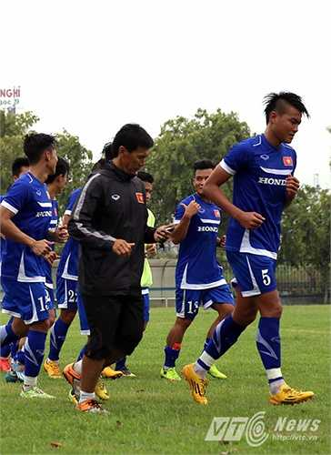 Phạm Hoàng Lâm từng gây ấn tượng trong màu áo Olympic Việt Nam tại ASIAD 17. Cầu thủ sinh năm 1993 thuộc biên chế ĐTLA có một thể hình lý tưởng cho vị trí trung vệ. (Ảnh: Quang Minh)