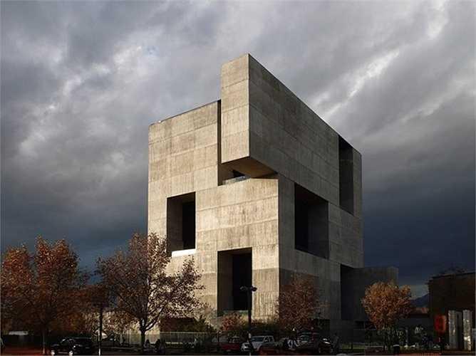 Trung tâm sáng tạo UC, Santiago, Chile, do công ty kiến trúc Elemental thiết kế.