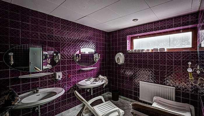 Phòng tắm với tông màu tím sang trọng