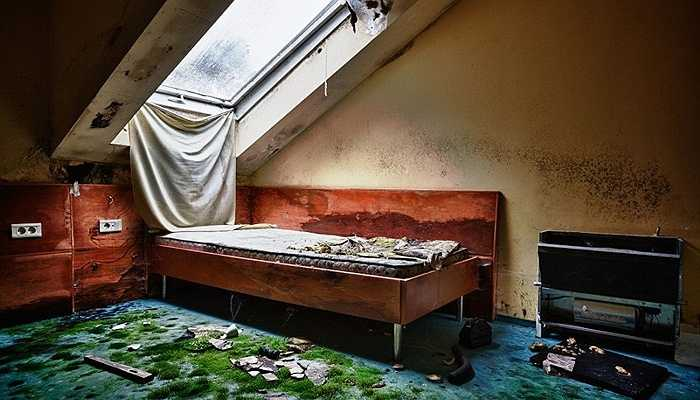 Đống đổ nát tại một phòng nghỉ tại khách sạn Slovania