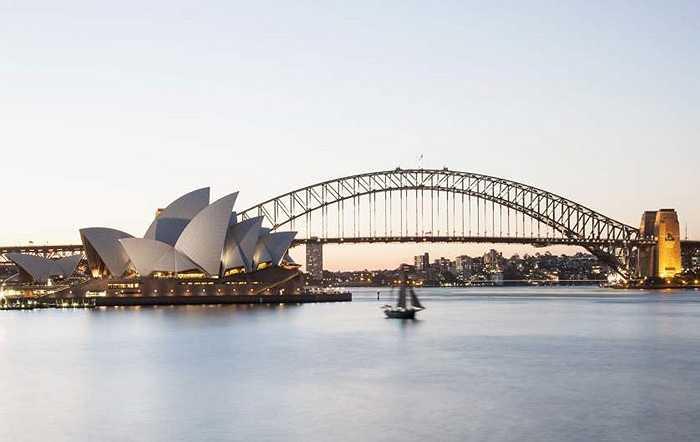 Sydney (Australia) là thành phố đắt đỏ thứ năm thế giới, không thay đổi vị trí so với năm 2014. Giá 1kg bánh mỳ là 4,96 USD, giá 1 lít xăng 1,43 USD