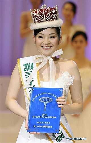 Nếu có cuộc bình chọn hoa hậu xấu nhất trong các cuộc thi nhan sắc, hẳn nhiều người sẽ lựa chọn Rira Hongo - Hoa hậu Quốc tế Nhật Bản 2014