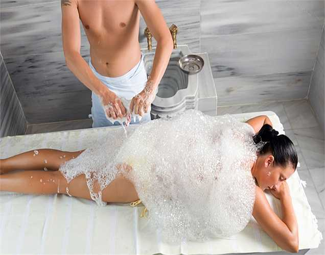 Không sử dụng xà bông: tránh làm sạch vùng kín bằng xà bông hoặc chất tẩy rửa, chỉ cần dùng nước sạch để vệ sinh vùng kín.