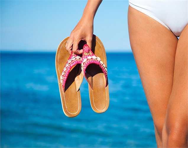 Mặc quần lót cotton: Chọn quần lót bông để thấm ướt tốt, tránh  quần vải ren, lụa hay vật liệu tổng hợp.