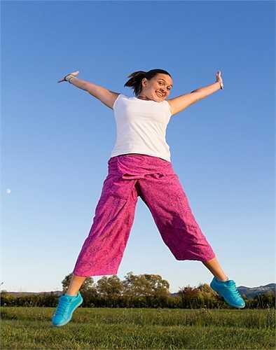 Mặc quần áo rộng rãi: Mặc quần áo chật làm bí hơi, dẫn đến viêm nhiễm nấm men và phát ban.