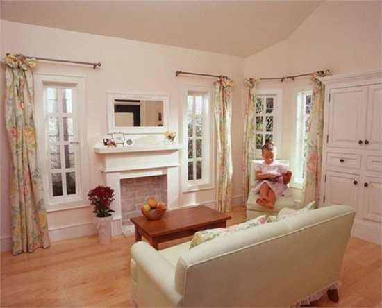 Nội thất của ngôi nhà có thể thay đổi với đồ nội thất, rèm cửa, tủ và đồ trang trí thiết kế để phù hợp với từng gia đình