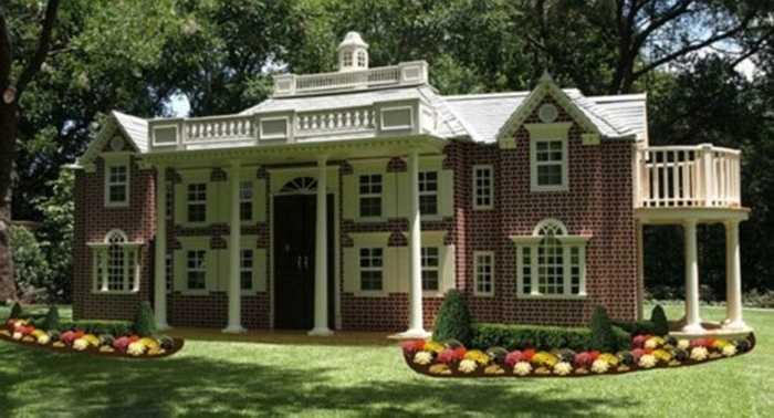 Sản phẩm này của công ty Lilliput Play Homes ở Finleyville, Pennsylvania (Mỹ). Ông chủ công ty cho biết, ý tưởng xây dựng các biệt thự mini cho các gia đình nảy ra sau khi ông đau đầu tìm kiếm chỗ chơi cho các con