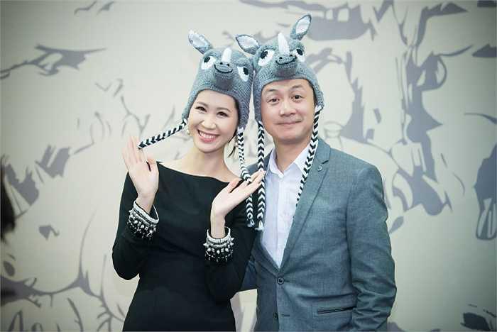MC Anh Tuấn cũng không ngần ngại làm mặt ngộ nghĩnh bên cạnh Thùy Linh.