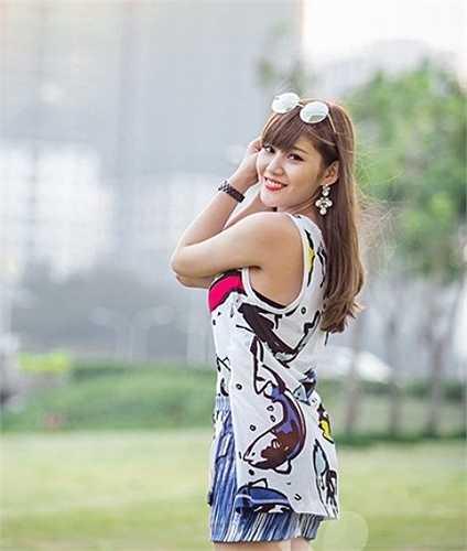 Milan Phạm tên thật là Phạm Trà My, cô gái đến từ Hà Nội, là một hot girl khá nổi tiếng hiện nay.