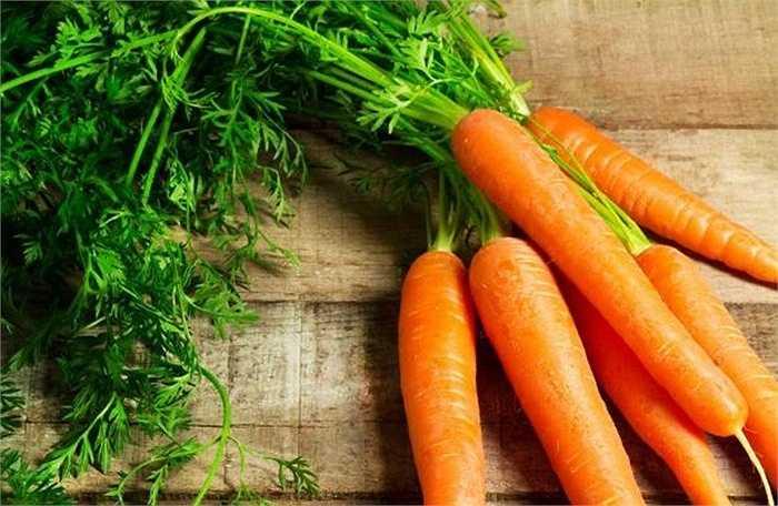 Cà rốt: cung cấp các vitamin thiết yếu như: vitmin B1, B2, C….giúp quá trình giảm cân nhanh chóng an toàn nhờ khả năng trao đổi chất và khử các chất độc.