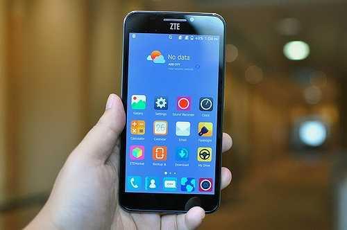 Grand S3: Tính năng ấn tượng nhất của smartphone đến từ ZTE là khả năng dùng máy quét nhãn cầu để mở khóa điện thoại.  Ngoài ra máy cũng có cấu hình khá ấn tượng với chip lõi tứ 2.5GHz cùng RAM 3GB.