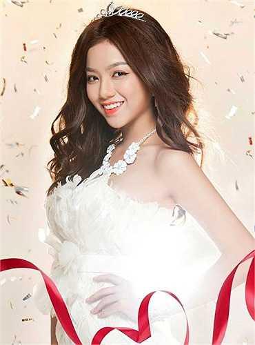 Hạ Anh là một diễn viên, MC, người mẫu ảnh.