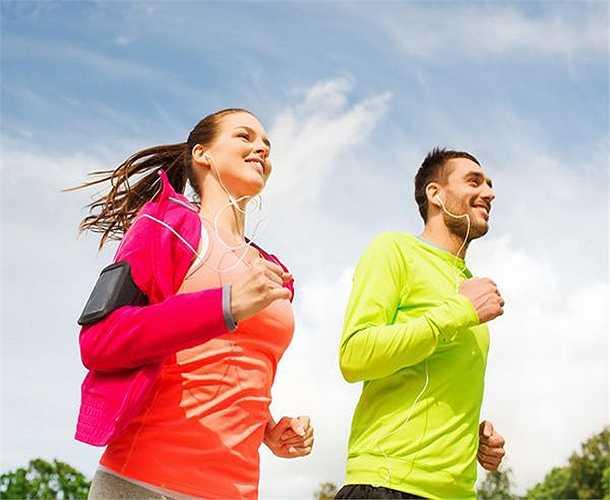 Không tập thể dục: Tập thể dục làm tăng lưu lượng máu đi khắp cơ thể, giúp cung cấp oxy và các chất dinh dưỡng quan trọng khác cho da, đem lại cảm giác thoải mái, giúp da phục hồi và tái sinh. Nên tập thể dục vừa phải thì tốt.