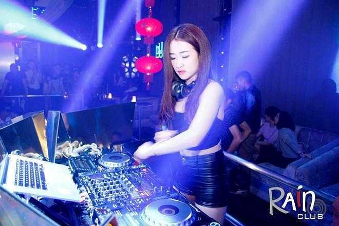 Ngoài ra, Trang còn đam mê DJ và kinh doanh.