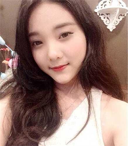 Cô gái này tên Nguyễn Thị Mai Ka (sinh năm 1994) đang làm việc tại hãng hàng không Vietnam Airlines.
