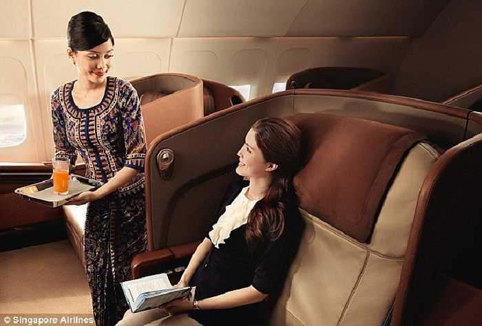 Những họa tiết trên đồng phục của các tiếp viên nữ hãng hàng không Singapore dựa trên trang phục truyền thống Sarong Kebaya, được bình chọn là trang phục hàng không ấn tượng nhất thế giới do nhiều tạp chí du lịch bình chọn.