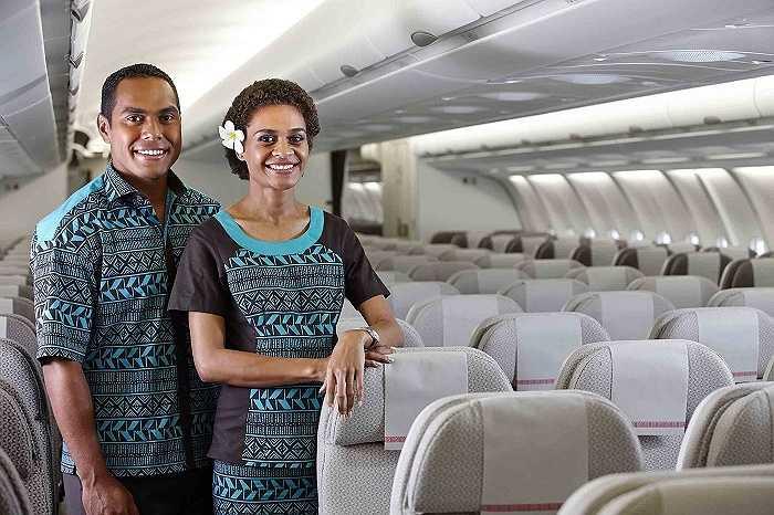 Những bộ đồng phục, thân thiện của hãng hàng không Fiji Airways vẫn mang được nét đẹp truyền thống của quốc đảo Fijji và thể hiện được sự hiện đại và phóng khoáng của người dân tại đây.