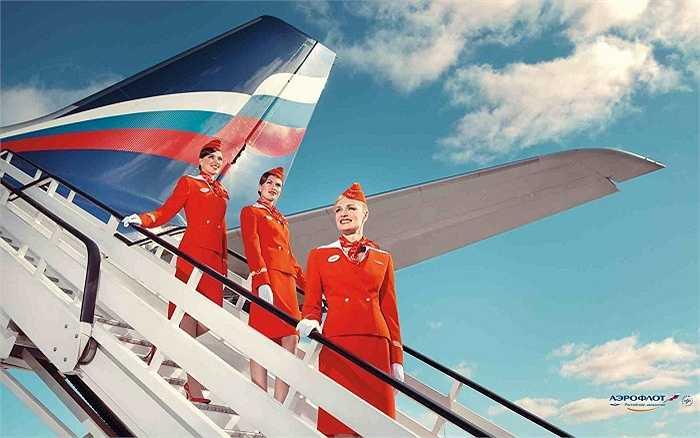 Đồng phục của hãng hàng không Aeroflot, Nga là một trong những bộ đồng phục hàng không đẹp nhất thế giới, gồm có áo vest ôm dáng và cổ viền trắng nổi bât, kèm theo các phụ kiện như khăn và mũ. Bộ trang phục có tông màu đỏ sáng và được in logo, huy hiệu của hãng khá tinh xảo.
