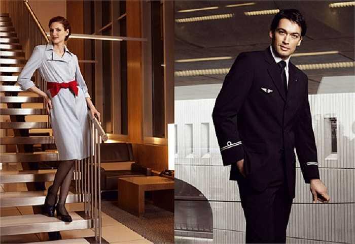 Dù bị đánh giá là có phần đơn điệu nhưng bộ đồng phục của hãng Air France vẫn được đánh giá cao, khi trang phục của tiếp viên nữ nổi bật với chiếc nơ đỏ trên nền xanh nhạt còn trang phục của tiếp viên nam rất sang trọng, bắt mắt.