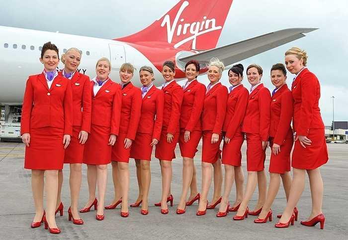 Các tiếp viên nữ của hãng Virgin Atlantic được mặc bộ đồng phục đỏ, thiết kế theo áo vest cứng và chân váy bó. Tuy nhiên nhiều nữ tiếp viên đã phàn nàn rằng đồng phục của họ quá chật và khó di chuyển trên cabin.