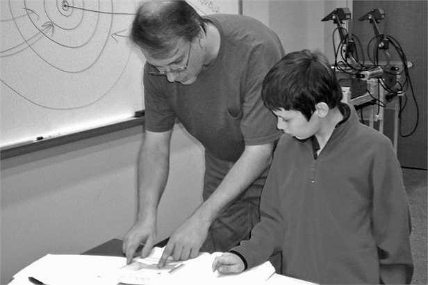 Theo Daily mail, năm Jacob 8 tuổi, bà Kristine quyết định cho con thôi học trường cấp 3 và đưa cậu đến đại học IUPUI để theo lớp vật lý - thiên văn nâng cao. Ảnh: The Spark