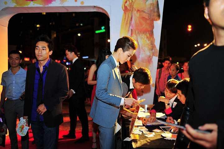 Á hậu Trà Giang đã tham dự một buổi tiệc. Cô diện đồ theo phong cách men swear đậm chất nam tính với trang phục vest cổ điển