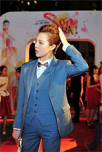 Trước giờ cô chỉ xuất hiện duy nhất trong bọ phim truyền hình Acapella đóng chung với siêu mẫu Võ Hoàng Yến và nhóm AC&M