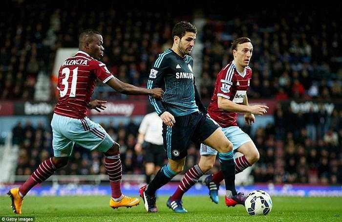 Nhưng với lợi thế 1 trận chưa đá, chức vô địch đã gần hơn với đoàn quân của Mourinho.