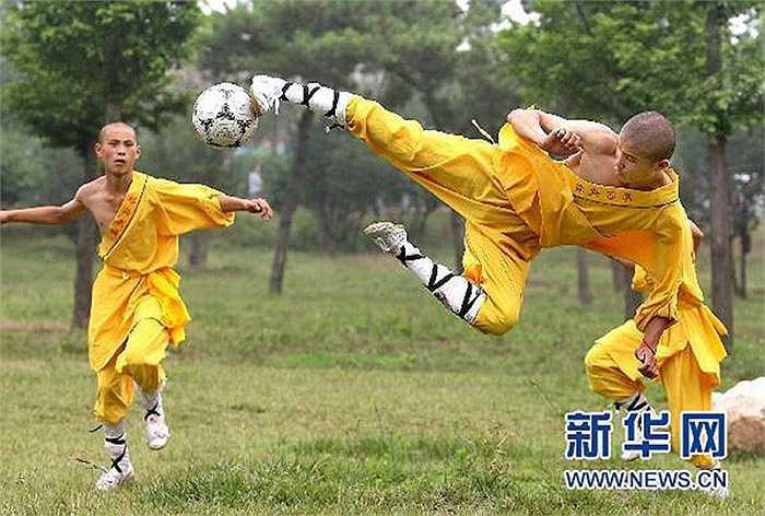 Kết hợp bóng đá và kungfu