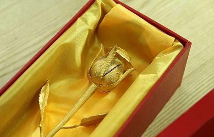 Để sở hữu bông hồng này, khách hàng cần bỏ ra số tiền không ít lên tới 250 triệu đồng.
