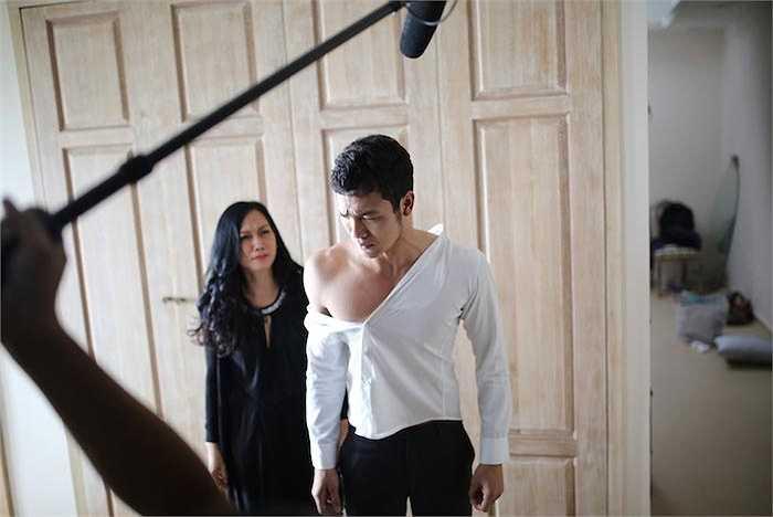 Sau khi Nam tiến và tham gia phim 'Lạc giới' và một số phim truyền hình, Việt từ chối một vai diễn trong 'Ngày nảy ngày nay' để nhận lời tham gia một vai diễn trong phim đầu tay của Đạo diễn Nguyễn Quang Tuyến - 'Cầu vồng không sắc'.